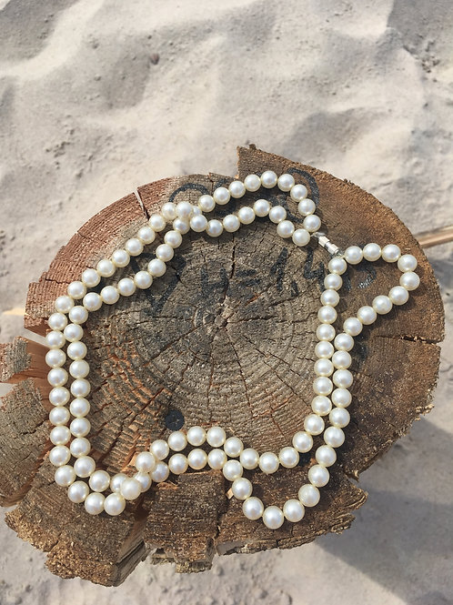 Vintage necklace made of double pearls