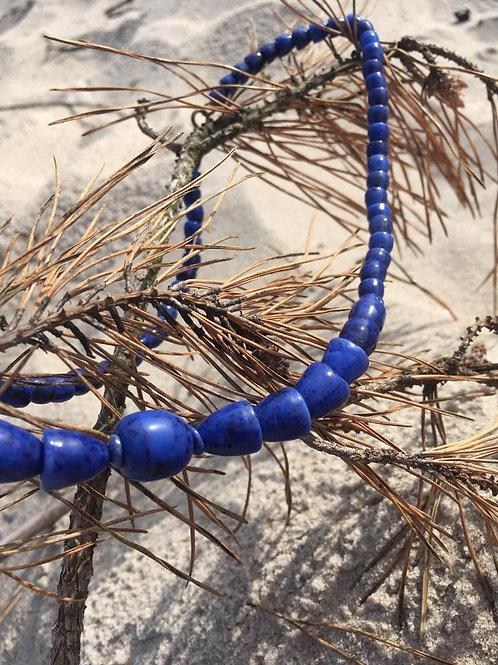 Vintage very minimalistic & very blue lapis necklace