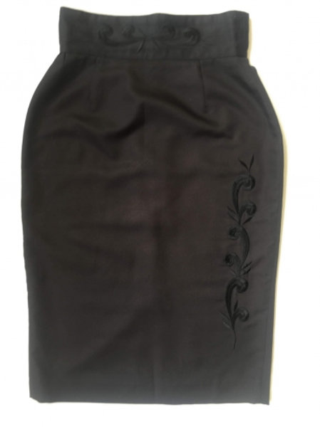 Vintage black pencil skirt with embroidery 38