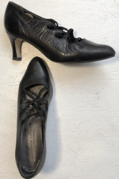Vintage black leather pumps with elastic braid 38