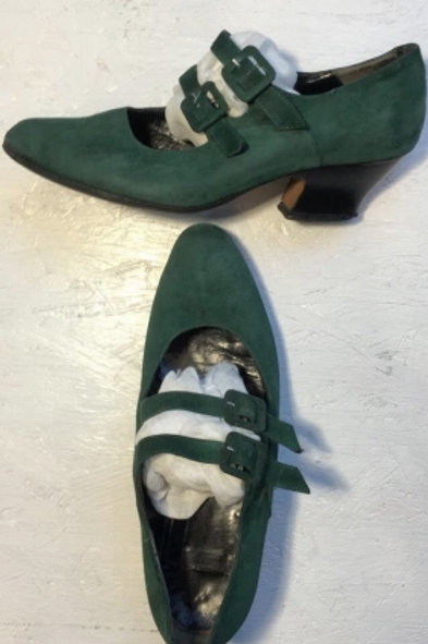 Vintage green suede pump with clasps 37,5