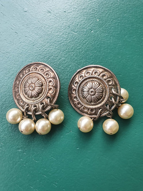 Vintage big clip on earrings with pearls