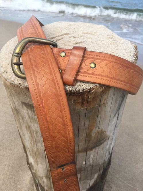Vintage belt in genuine leather with embossed ornaments