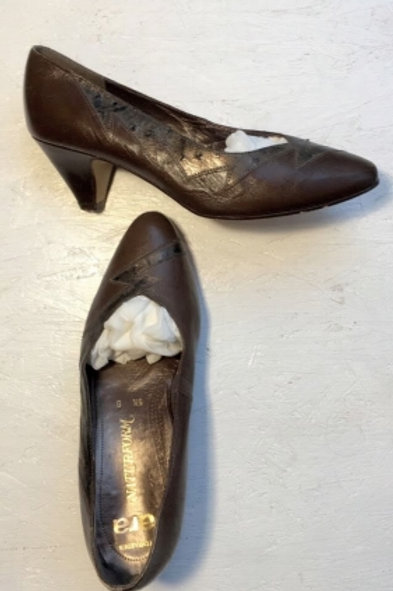 Vintage brown leather pumps with black deco 39