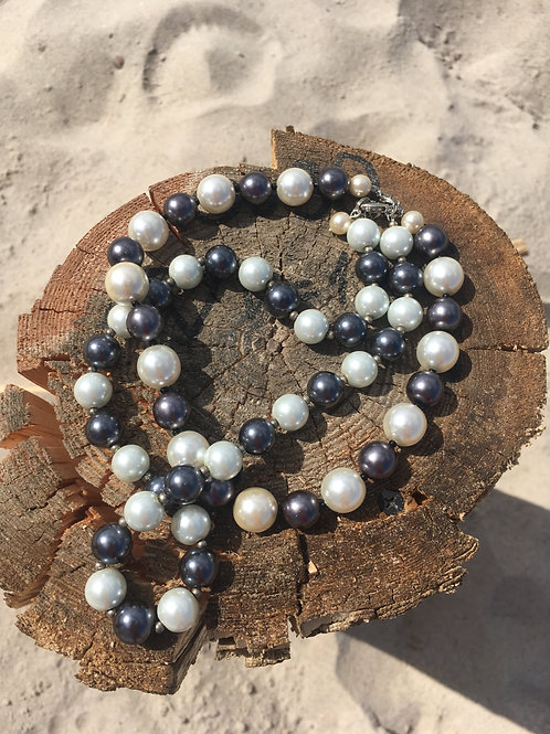 Vintage two colors pairs of pearls