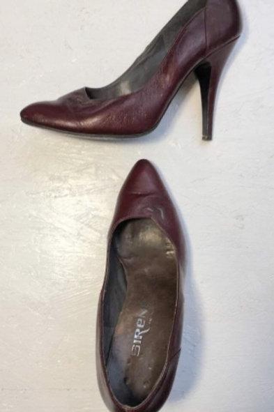 Vintage cherry leather high heels 39