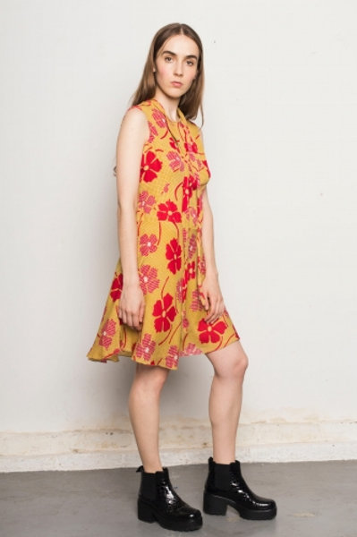 Mustard vintage dress with red flowers 38