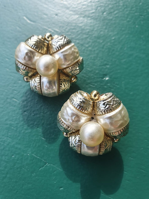 Vintage clip on earrings with pearls
