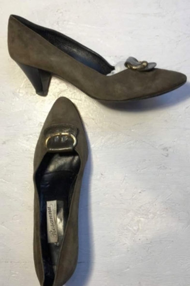 Vintagee khaki suede pumps with buckles 41