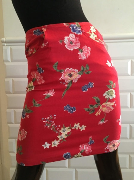 Vintage red cotton skirt with flowers 36/38