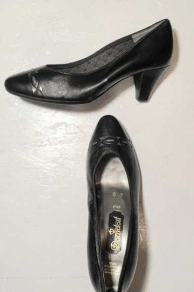 Vintage black leather pumps with silver deco 38,5