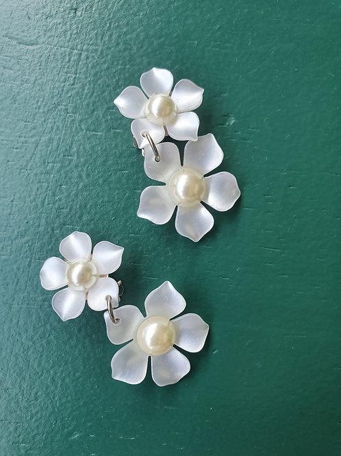 Vintage flower shape clip on earrings