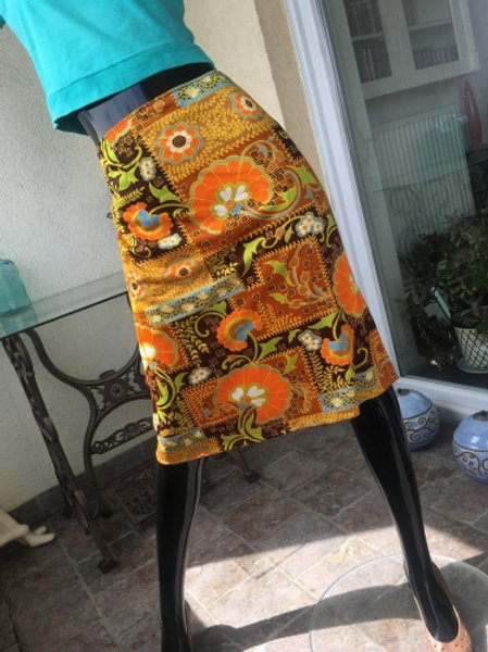 Vintage 70s patterned sunny skirt 42