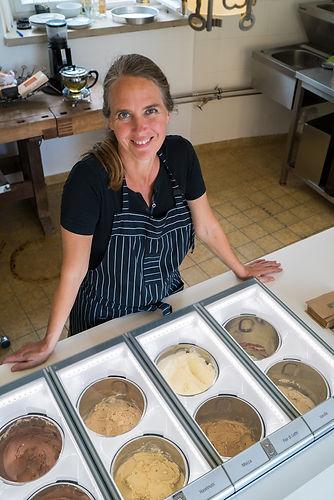 Nina Sohl in der moo Eismanufaktur auf Schloss Kirchberg