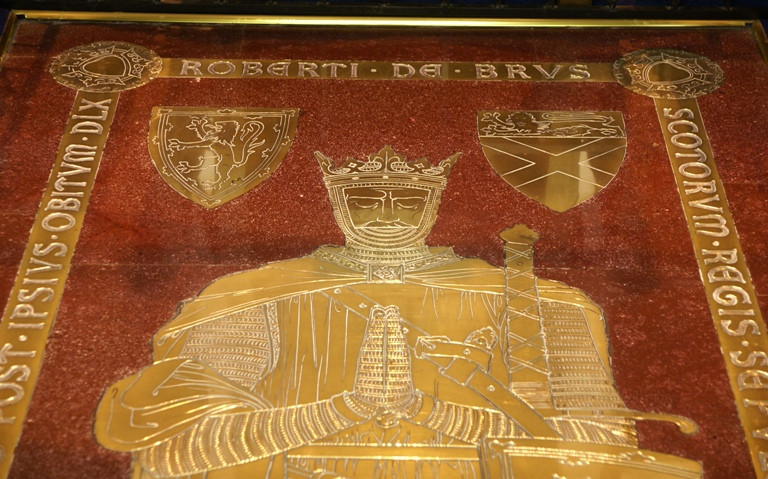 Robert the Bruce's tomb slab of red stone and a gold effigy.