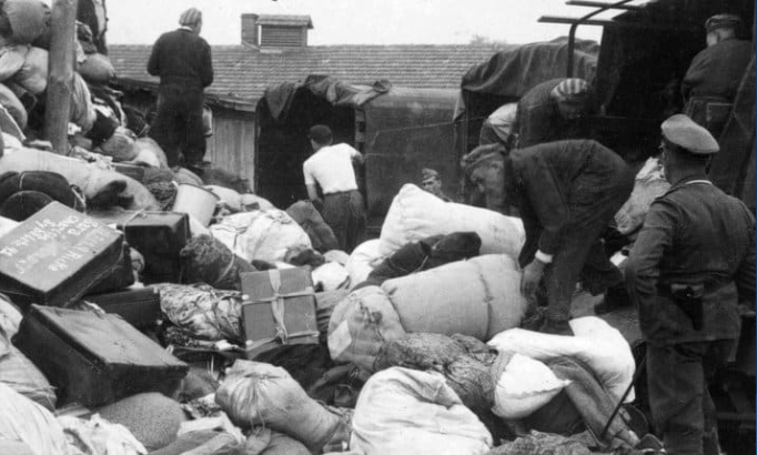 The Gosselaars' belongings were sorted and stolen. Hollywood Ancestry - Mike Batie