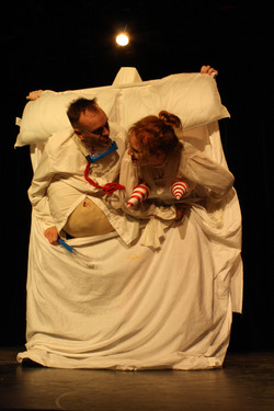 Pere & Mere Ubu in bed