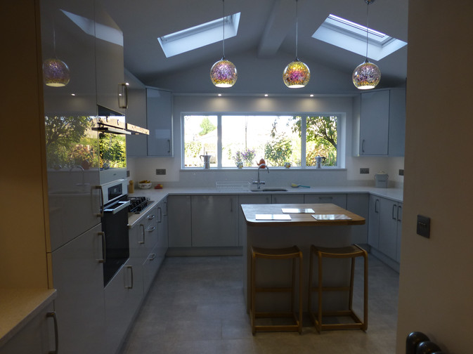GLOSS LIGHT GREY KITCHEN SUPPLIED & FITTED 2018