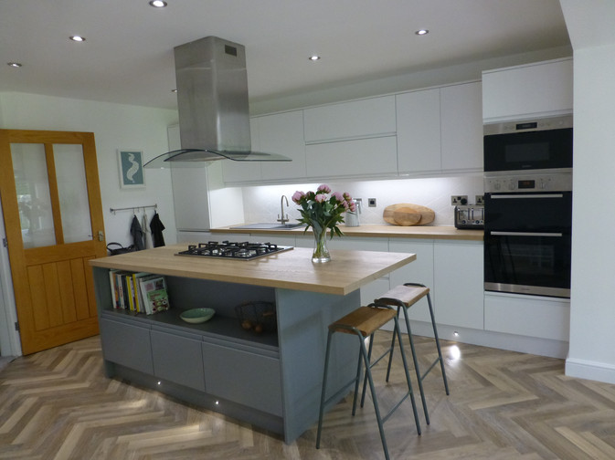 J PROFILE MATTE WHITE & DUST GREY KITCHEN SUPPLIED & FITTED 2018