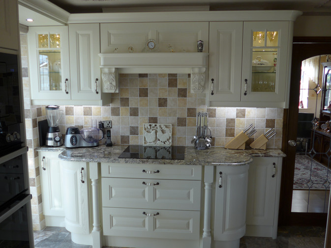 TRADITIONAL IVORY KITCHEN SUPPLIED & FITTED BY ROYALE CUISINES