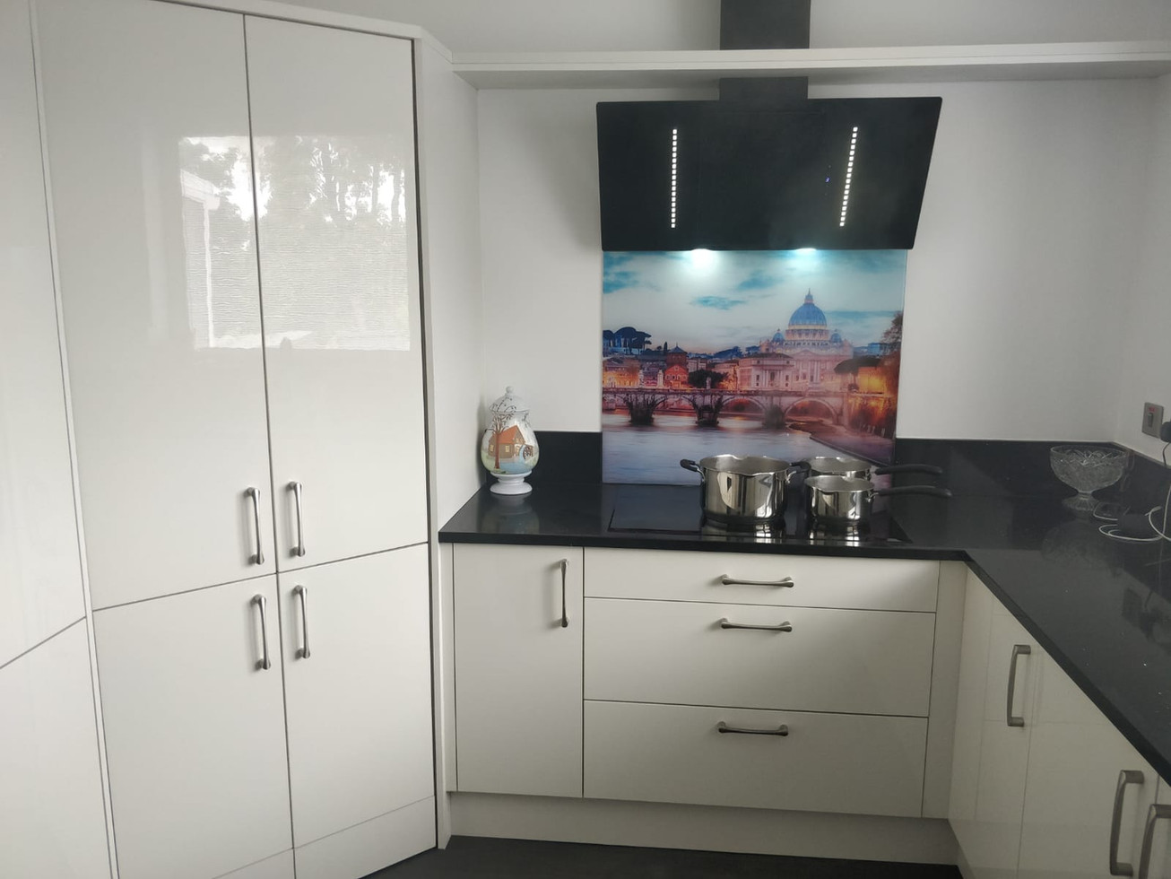 GLOSS PORCELIAN KITCHEN SUPPLIED & FITTED 2018