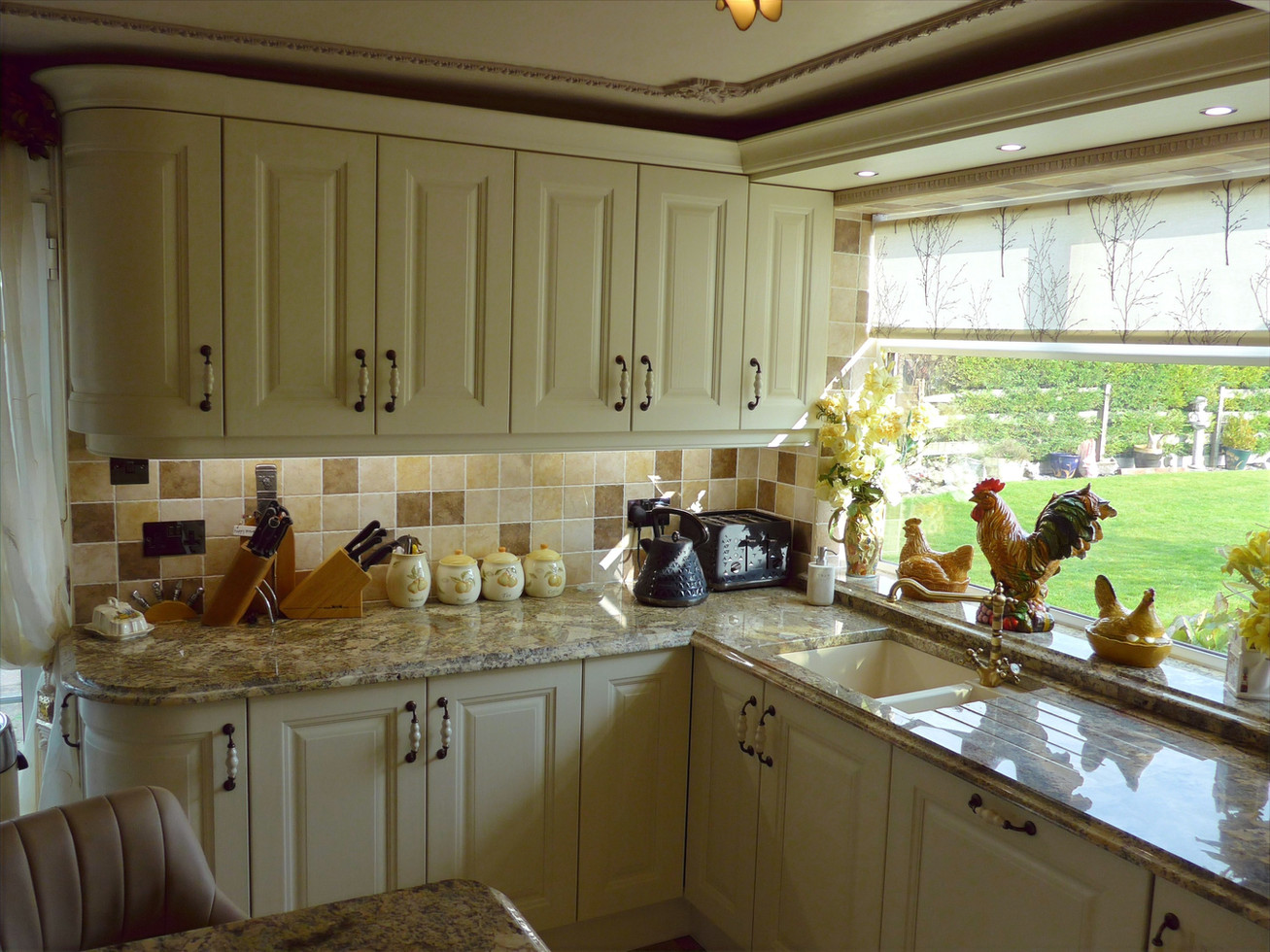 TRADITIONAL IVORY KITCHEN SUPPLIED & FITTED 2017