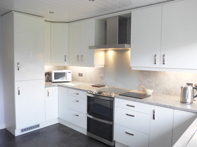 GLOSS WHITE KITCHEN SUPPLIED & FITTED 2018