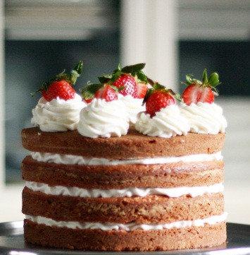 """8"""" Vanilla Fresh Cream and Strawberry Cake"""