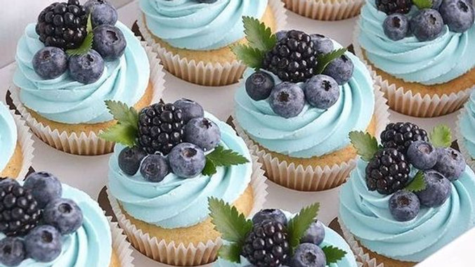 Blueberry LUXURY Cupcakes GIFT Box VEGAN (6)