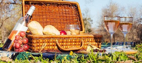 glasses-wine-picnic-basket_23-2148247779
