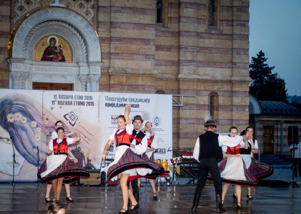 """Magyar táncosok a Kozara Fesztiválon / Mađarski folklorni plesači na festivalu """" Kozara etno 2015"""""""