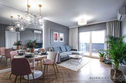 Marika Kafar. Projekt salonu z wielkim lustrem ściennym.