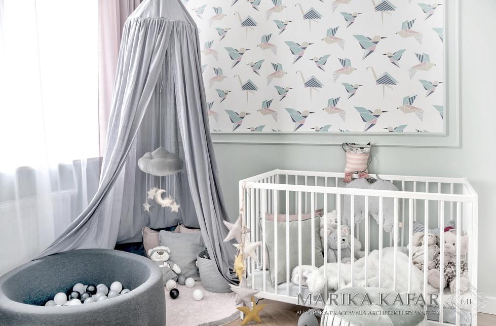Marika Kafar. Pokój dziecięcy z kolorową tepetą.
