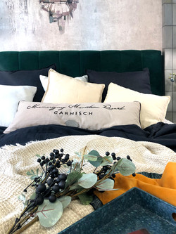 Marika Kafar. Przytulna sypialnia z elementami weluru.