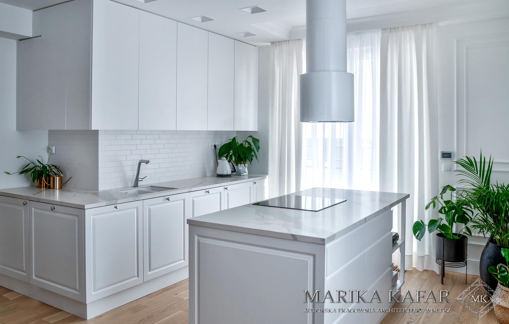 Marika Kafar Autorska Pracownia Architektury Wnętrz. Projekt eleganckiej kuchni, w której dominuje b