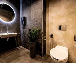 Marika Kafar. Projekt łazienki utrzymany w ciepłej kolorystyce.