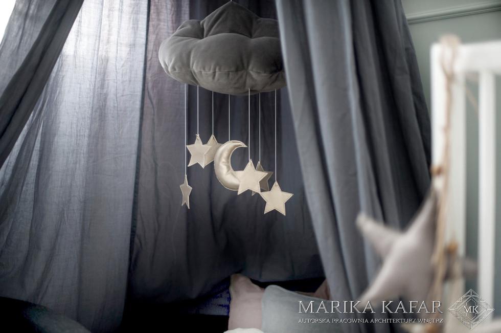 Marika Kafar. Pokój dziecięcy z ciekawymi dekoracjami.