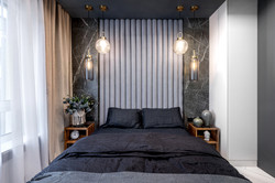 Marika Kafar. Projekt sypialni w ciemnych kolorach.