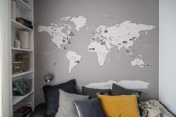 Marika Kafar. Projekt  pokoju dla chłopca z tapetą  mapa świata.