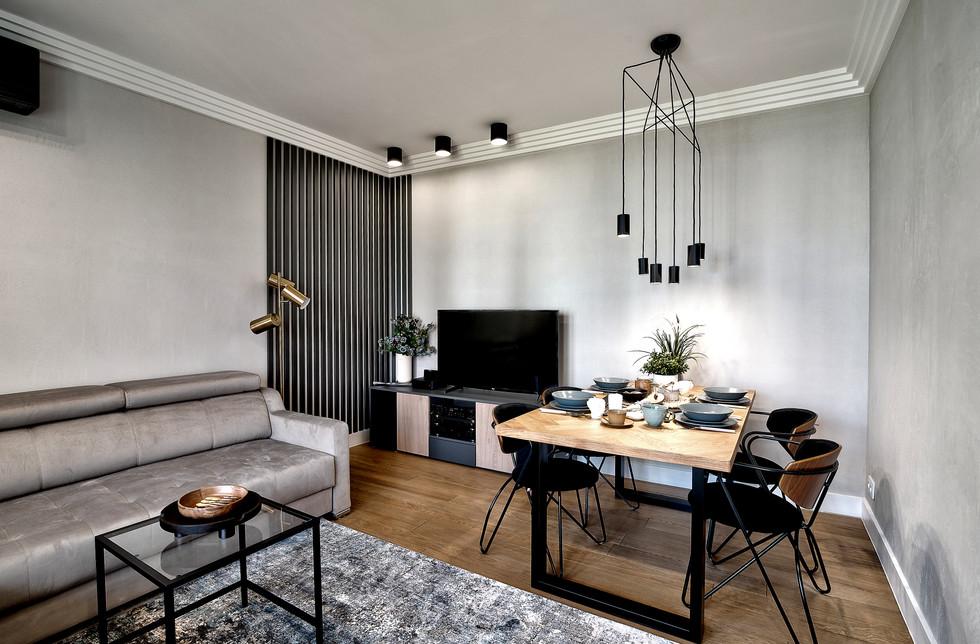 Marika Kafar. Projekt salonu z charakterystyczną inustrialną lampą.