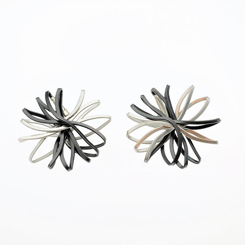 Oxidized / Silver Flower Earrings