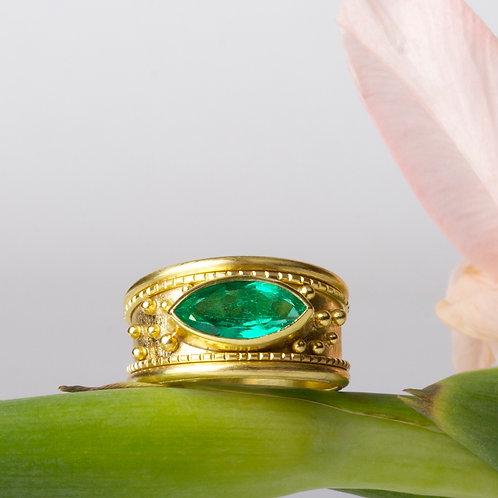 Emerald Ring (01923)