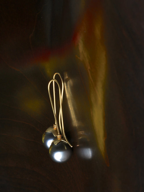 Tahitian Pearl Lotus Cap Earrings (06909)