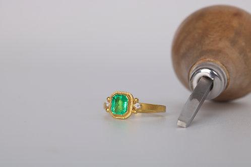 Emerald Ring (06800)