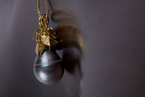 Tahitian Pearl with Gold Leaves (05182)