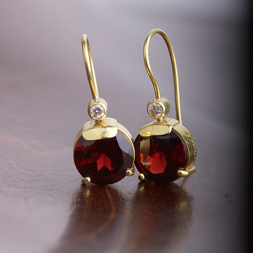 Round Garnet Earrings (05857)