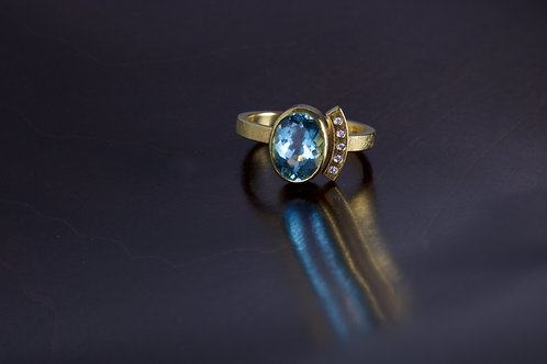 Aquamarine and Diamond Ring (05143)