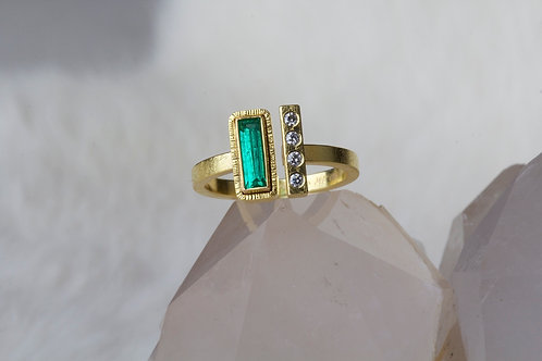 Emerald Diamond Ring (02828)