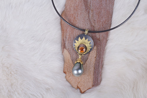 Sapphire and Pearl Pendant (04750)