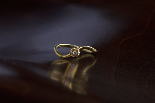 Curved Gold and Diamond Engagement Ring (04585)